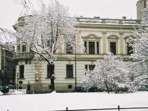 奧斯托亞宮殿酒店(Ostoya Palace Hotel)