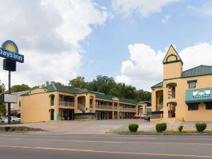西納什維爾戴斯酒店(Days Inn Nashville Saint Thomas West Hospital)