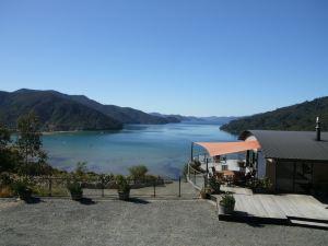 歐齊瓦灣旅舍(Okiwa Bay Lodge)