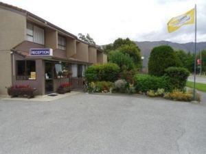 航道汽車旅館&公寓(Fairway Motel & Apartments)