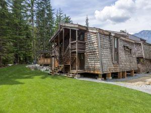 惠斯勒旅舍(Whistler Lodge Hostel)