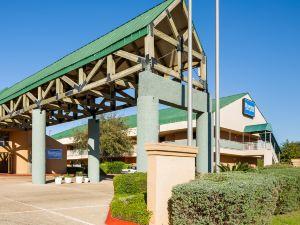 嘉年華公園羅德威套房酒店(Rodeway Inn & Suites Fiesta Park)