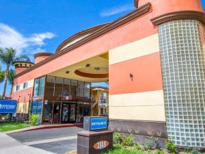 阿納海姆會展中心羅德威旅館&套房酒店(Rodeway Inn & Suites Anaheim by The Convention Center)