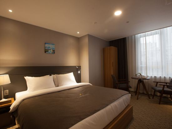 GnB酒店(GNB Hotel)大床套房
