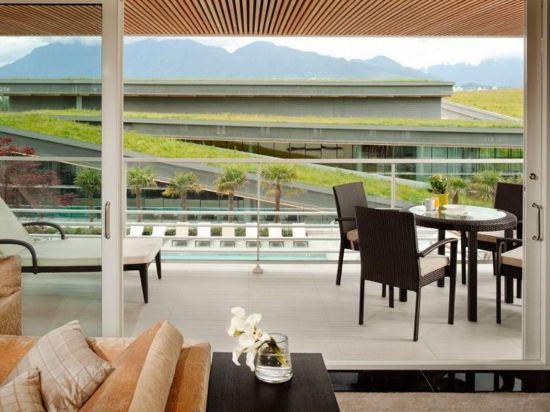 費爾蒙特環太平洋酒店(Fairmont Pacific Rim)池景套房