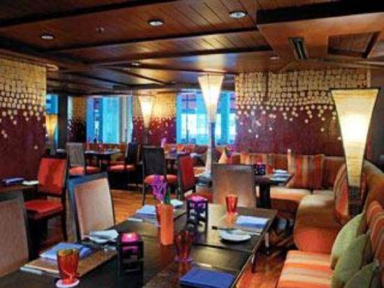 曼谷河畔安納塔拉度假酒店(Anantara Riverside Bangkok Resort)餐廳