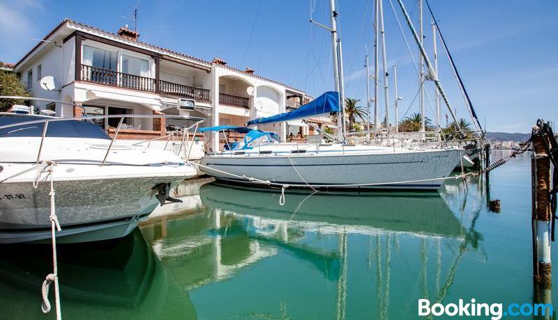 Vista Roses Mar - Casa Pescador, Hotel reviews and Room rates