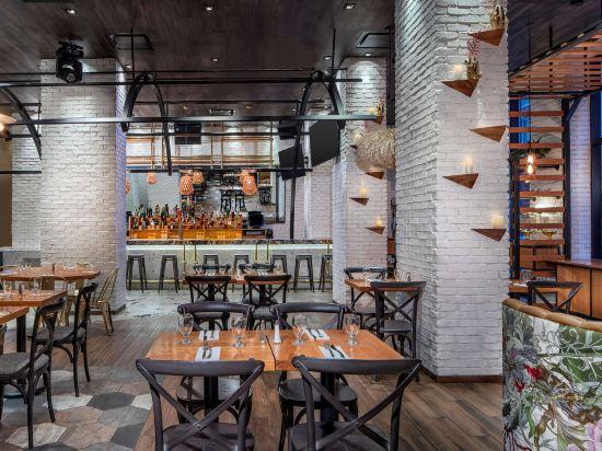 紐約時代廣場西希爾頓逸林酒店(Doubletree by Hilton New York Times Square West)餐廳