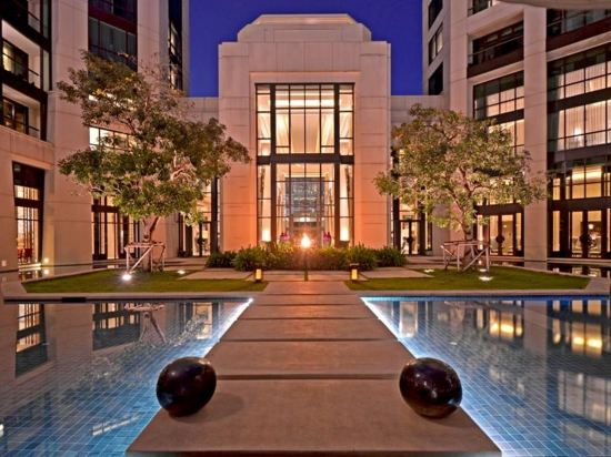 曼谷暹羅凱賓斯基飯店(Siam Kempinski Hotel Bangkok)室外游泳池