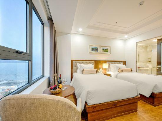 峴港海灘巴利斯德利酒店(Paris Deli Danang Beach Hotel)高級特大床房