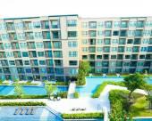 華欣七巖迷人的池景雨水酒店