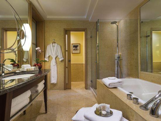 新加坡富麗敦酒店(The Fullerton Hotel Singapore)中庭房