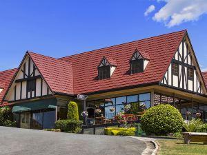 鄉村家庭汽車旅館(Village Family Motor Inn)