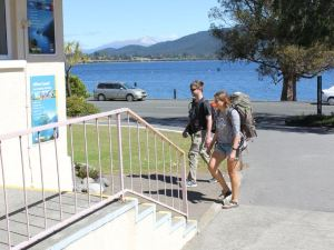 蒂阿諾湖畔背包客旅館(Te Anau Lakefront Backpackers)