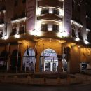 達曼阿瓦套房酒店