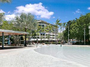 凱恩斯曼特拉海濱酒店