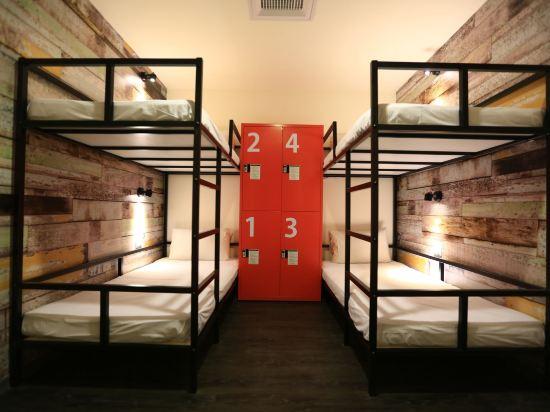 台中巧合大飯店(Chance Hotel)男性宿舍間的1張床位