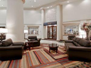 拉孔布城堡酒店(Chateau Lacombe Hotel)