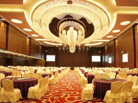 Four points by sheraton medan 50 off booking ctrip junglespirit Gallery