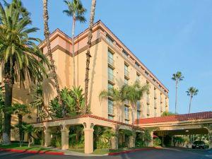 亞凱迪亞帕薩迪納區希爾頓尊盛酒店(Embassy Suites Arcadia-Pasadena Area)