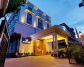 The Rialto Hotel