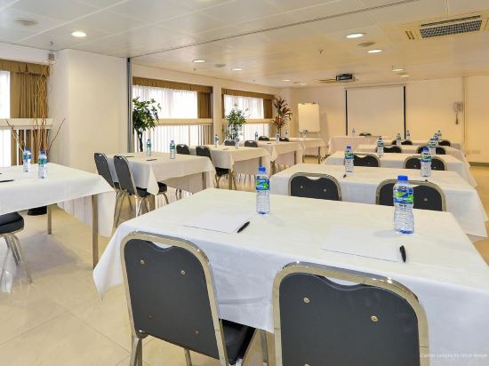 香港明愛張奧偉國際賓館(Caritas Oswald Cheung International House)會議室
