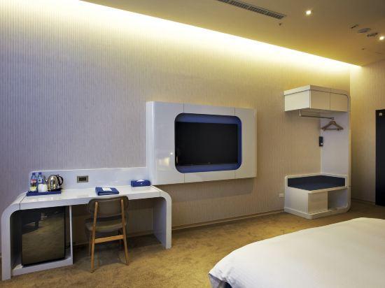 頭等艙飯店(台中綠園道館)(Airline Inn Taichung Green Park Way)精緻雙人房(無窗)