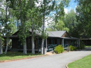 羅托魯瓦雪松湖濱汽車旅館和會議中心(Cedarwood Lakeside Motel & Conference Venue Rotorua)