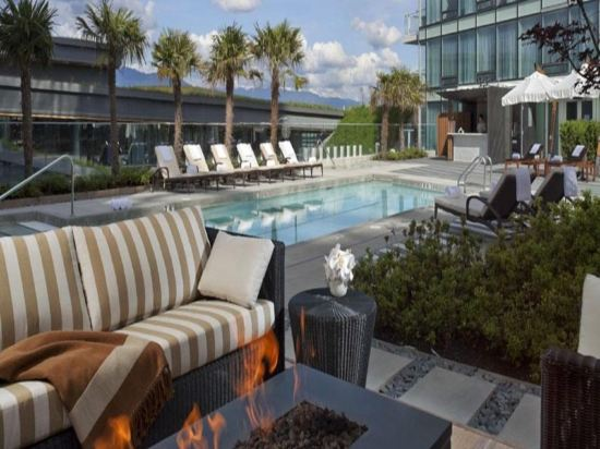 費爾蒙特環太平洋酒店(Fairmont Pacific Rim)室外游泳池