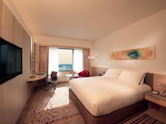 新山希爾頓逸林酒店(Doubletree by Hilton Johor Bahru)豪華特大床房