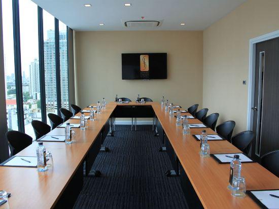 康帕斯酒店集團素坤逸11巷瑞士大酒店(Grand Swiss Sukhumvit 11 by Compass Hospitality)會議室