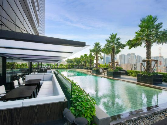 曼谷素坤逸假日酒店(Holiday Inn Bangkok Sukhumvit)室外游泳池