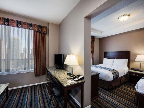 華美達温德姆華市中心酒店(Ramada Vancouver Downtown)兩張大床套房(帶沙發床)