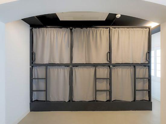 帆布旅舍(Canvas Hostel)8人男生宿舍(單人床位)
