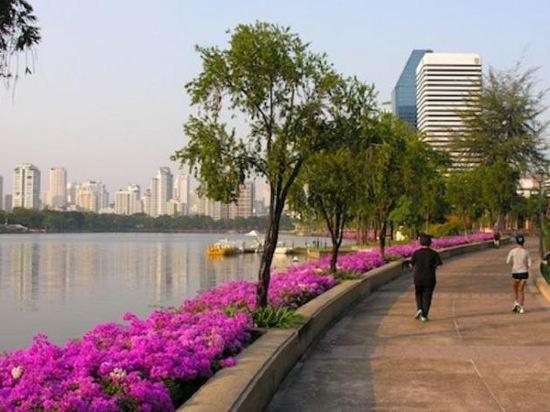 曼谷阿索克紅色行星酒店(Red Planet Bangkok Asoke)外觀