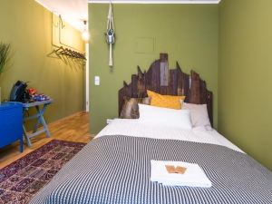 Stay in Style! City Center Deluxe Flat