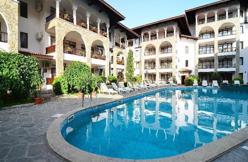 塞沃里納酒店