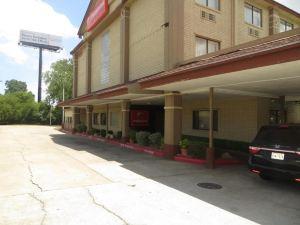 奧斯汀市中心奧萊恩治伍德套房酒店(Orangewood Inn and Suites Midtown Austin)