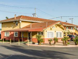 奧克蘭羅德威旅館&套房酒店(Rodeway Inn & Suites Oakland)