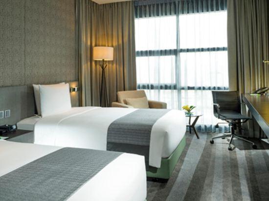 曼谷素坤逸假日酒店(Holiday Inn Bangkok Sukhumvit)客房帶2張單人床