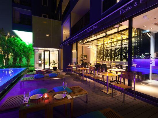 曼谷利特公寓(LiT BANGKOK Residence)室外游泳池