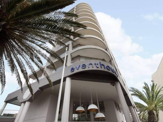 雷吉斯克羅納拉海濱酒店