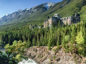 費爾蒙班夫溫泉酒店(Fairmont Banff Springs)