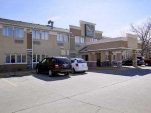 德梅因機場品質套房酒店(Quality Inn & Suites des Moines Airport)