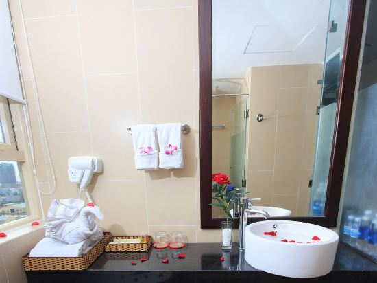 峴港國王手指酒店(King's Finger Hotel Da Nang)豪華特大床房