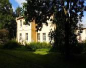 伊利扎洛娃酒店