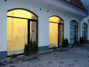 布拉沃温泉酒店