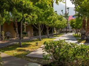 棕櫚泉戴斯酒店(Days Inn Palm Springs)