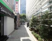 首爾鍾路區溪畔步道酣睡熊貓酒店