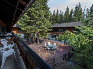 班芙保險杠客棧(Bumpers Inn Banff)